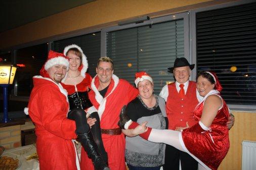 hooo hoo hooo, von wegen Sommerschlaf, die Weihnachstmänner sind das ganzen Jahr mit ihren Frauen unterwegs.